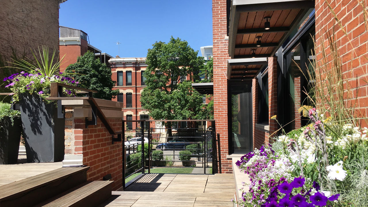 Custom LEED family homes in Chicago